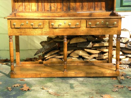 Traditional Welsh Dresser, Base