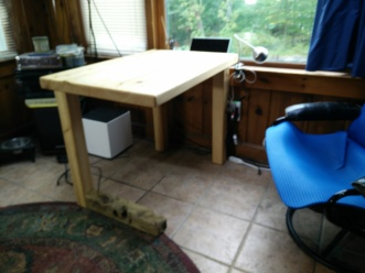 Horizontal Leg Table placed