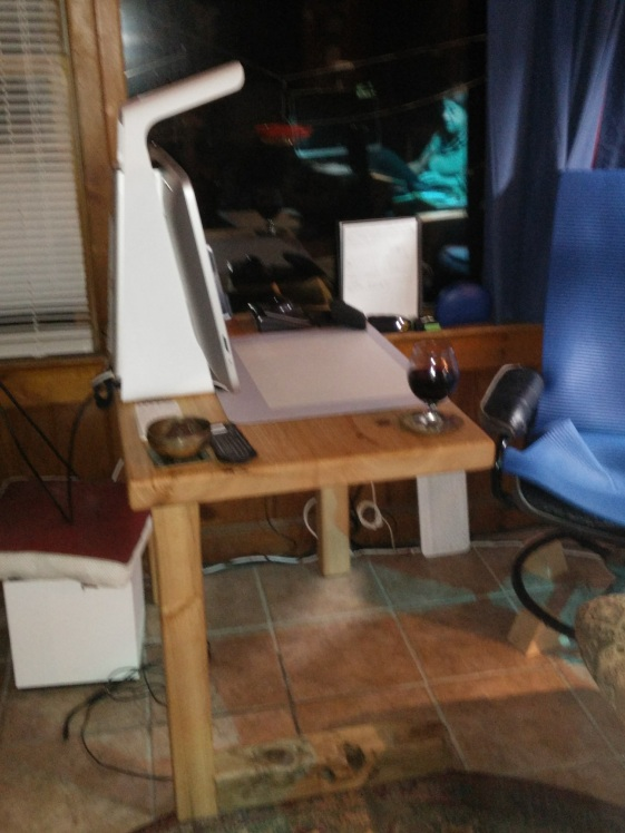Horizontal Leg Table sideview